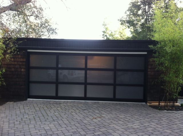 Tips to choose the right garage door design call 925 357 for Brentwood garage door